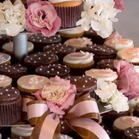 Daisies & Dots Cupcakes