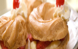 Strawberries & Cream Zeppoles