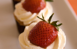 Strawberries & Champagne Cupcakes