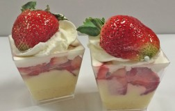 strawberry custard shortcake cups